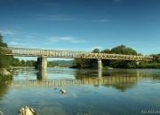Most kolejowy w Zagórzu 300 m dalej sztuczny próg wodny