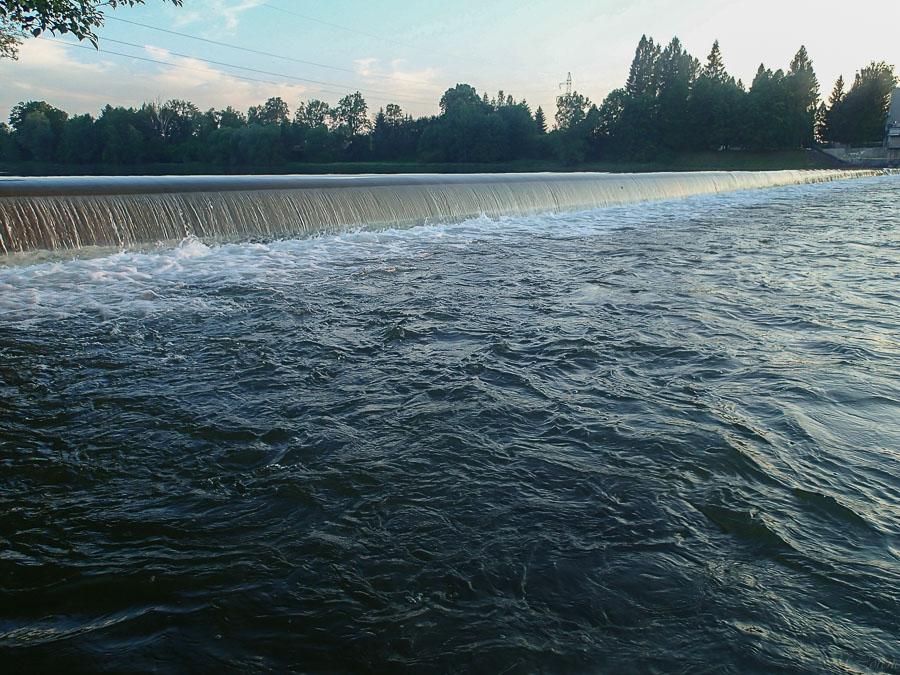 sztuczny próg wodny