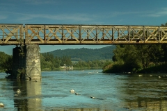 Most kolejowy w Zagórzu, 300m dalej stopień wodny